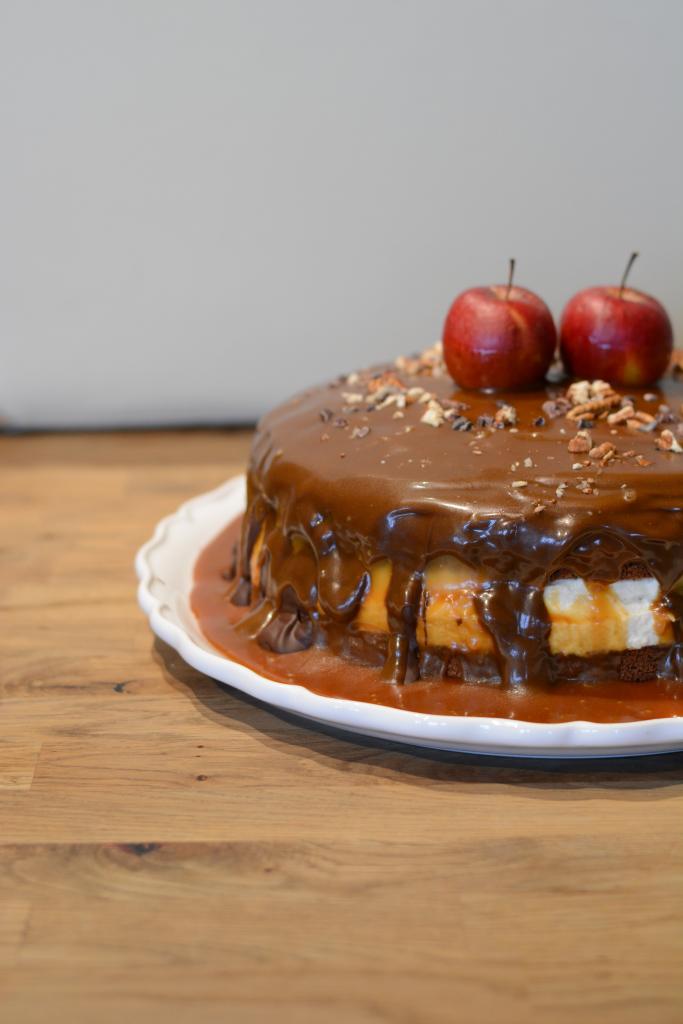 Bratapfel-Karamell-Torte