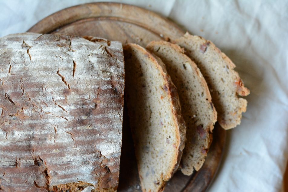 Brot mit Speck und Zwiebeln
