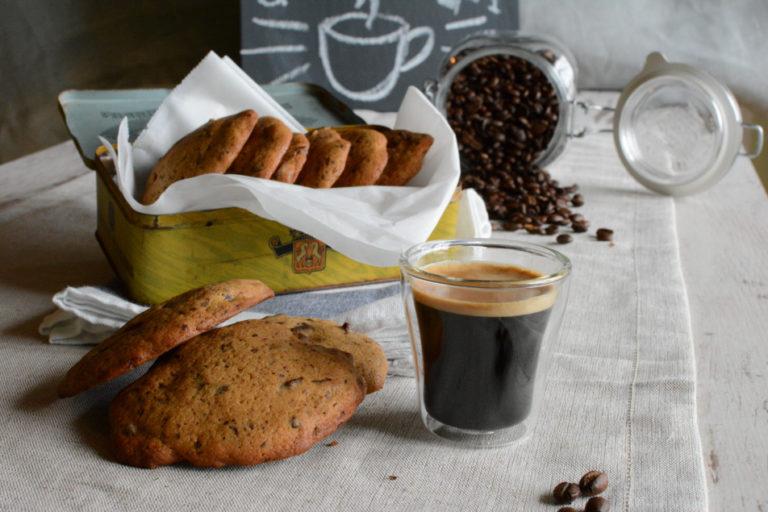 Cookies mit Kaffee und Schokolade