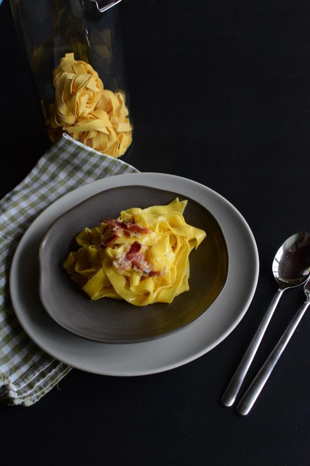 Carbonara mit Speck, Ei und Käse