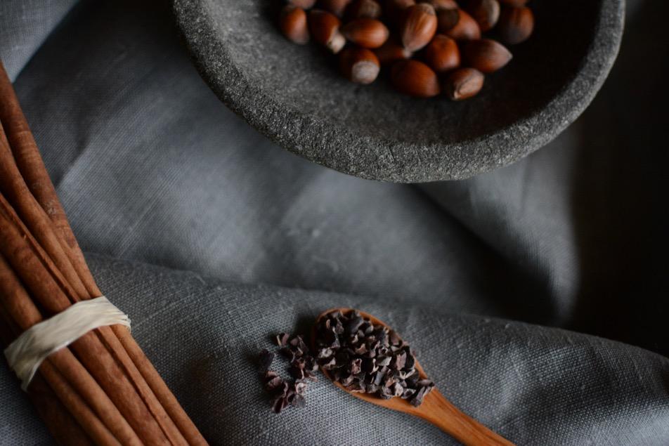 Haselnusstaler mit Kakao, Zimt und extraweichem Kern.