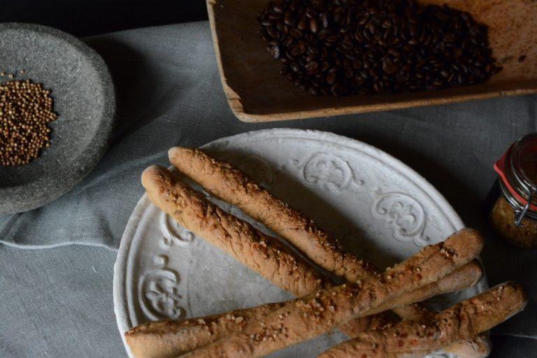 Kaffee-Brotstangerl mit Koriandersamen