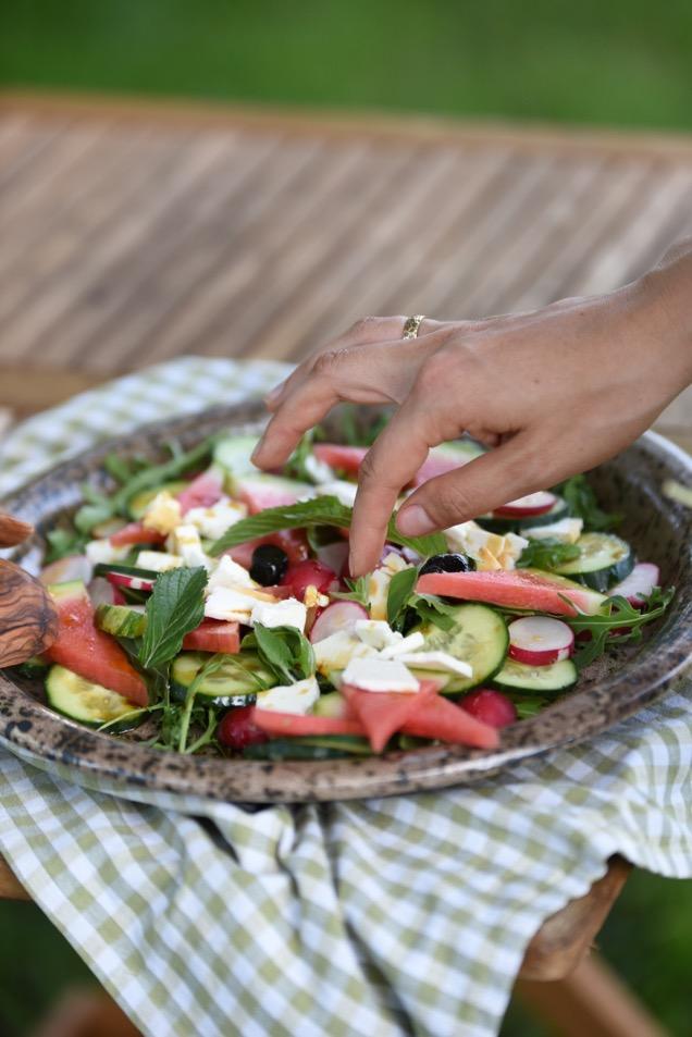 Wassermelonensalat mit Gurke und Schafkäse
