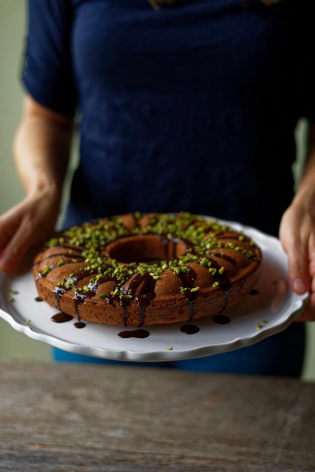Nougatkuchen mit Schokoladensauce