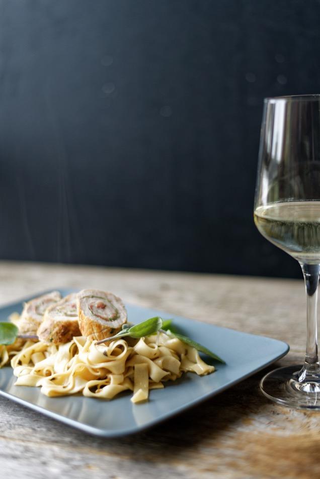 Pasta mit Saltimbocca-Röllchen