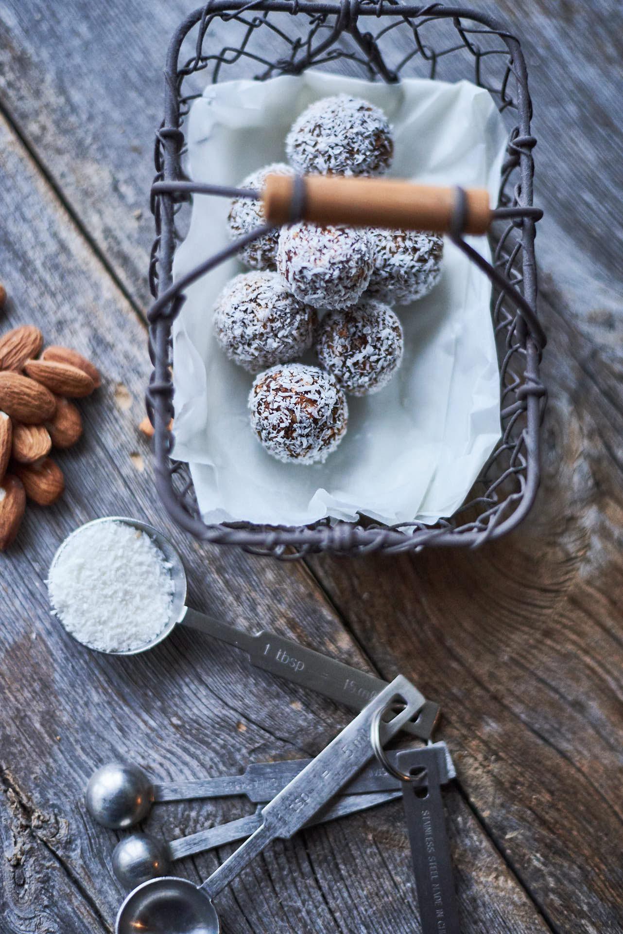 Pralinen mit Datteln und Kokos