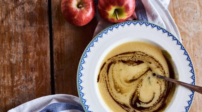 Apfel-Sellerie-Suppe mit Kernöl
